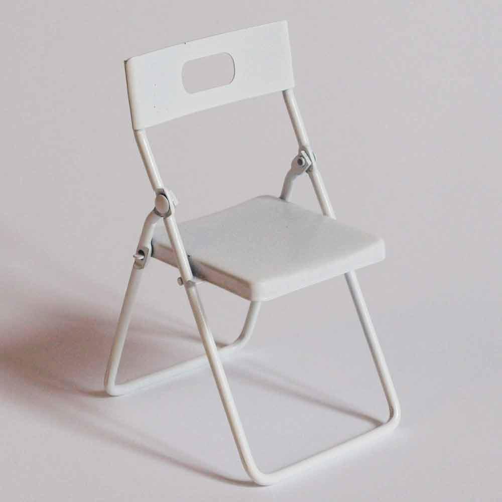 Compra miniaturas modernas silla blanca para casas de mu ecas for Silla plegable blanca